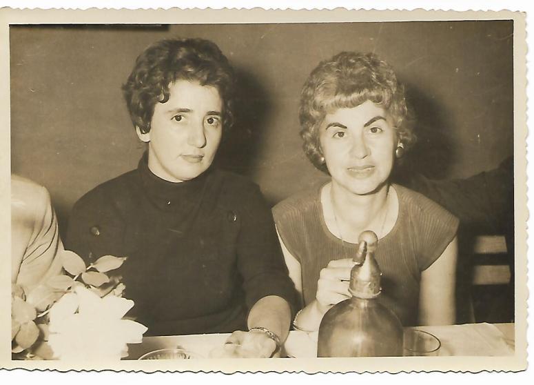 elena y mamá.-