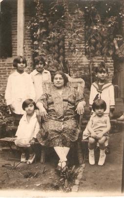 mama,hermanas y abuela